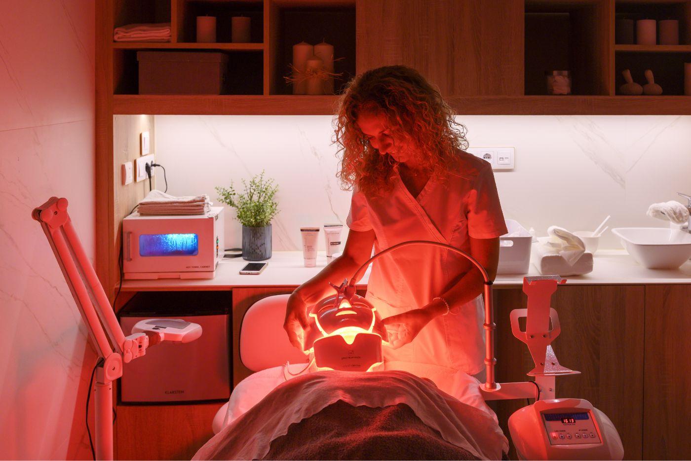 aplicación de tratamiento de fototerapia led